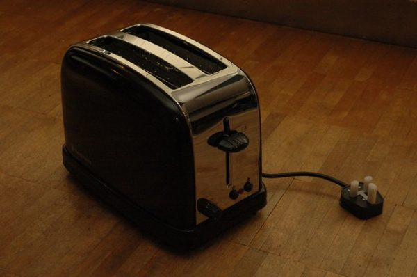How to Clean A Toaster – Ways To Make It Look New